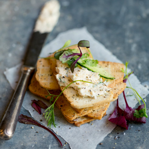 Trout mousse on melba toast(摄影:Tasha Seccombe)